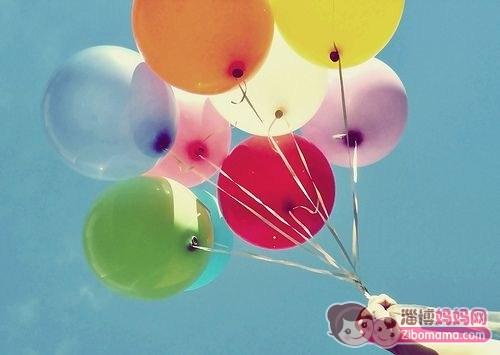 精心打造的气球城堡, 可爱的飘空氢气球以及 美味可口的小点心