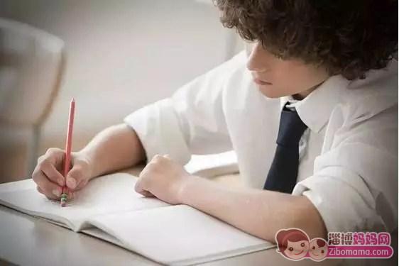 那么家长在陪孩子做作业时,-陪孩子做作业的正确方式,再也不用担图片